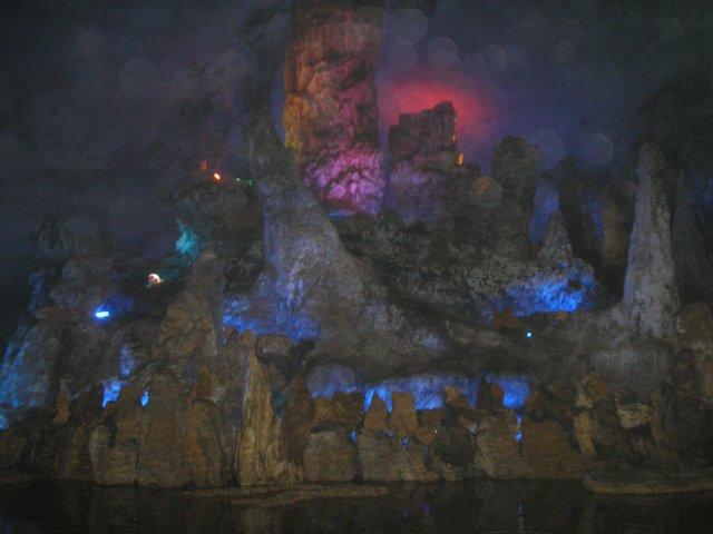 """Самое большое разочарование в Китае - пещера Семь Звезд , """"обезображенная оборудованием"""":( (г.Гуйлин, провинция Гуанси)"""