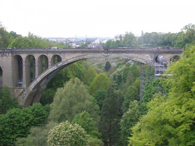 Возвышаясь над долинами Петрусс, Люксембург