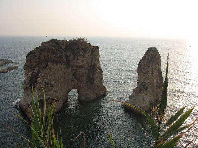 Pigeon Rock в Бейруте, Ливан