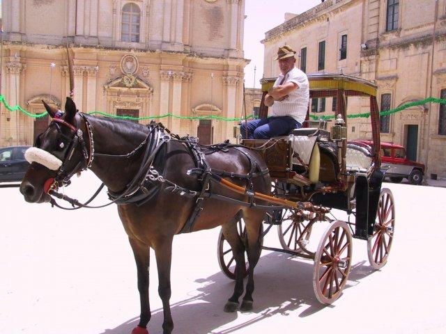 Площадь города Сан-Пауль-иль-Бахар (Сент-Полс-Бэй), Мальта