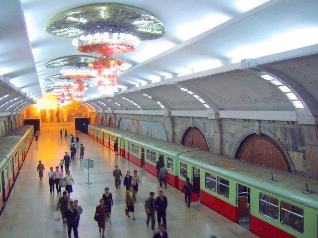 Станция метро в Пхеньяне, Северная Корея