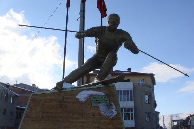 Памятник лыжнику в Сарыкамыше, Турция