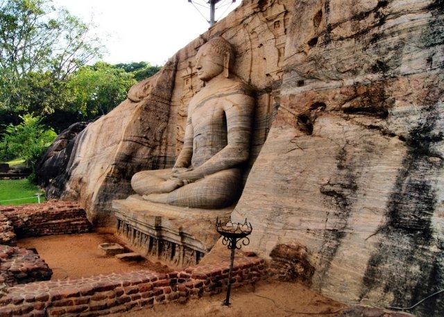 Сидячий будда Гал Вихара в Полоннарува, Шри-Ланка