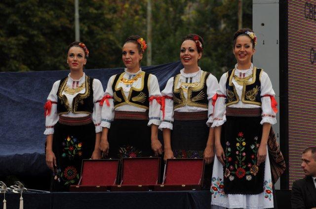 Женщины в национальных костюмах, Белград, Сербия