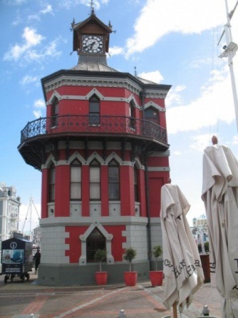 Клоктауер - башня с часами в порту Кейптауна