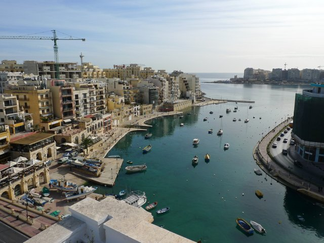 Бухта Спинола (Spinola Bay), Сент Джулианс, Мальта