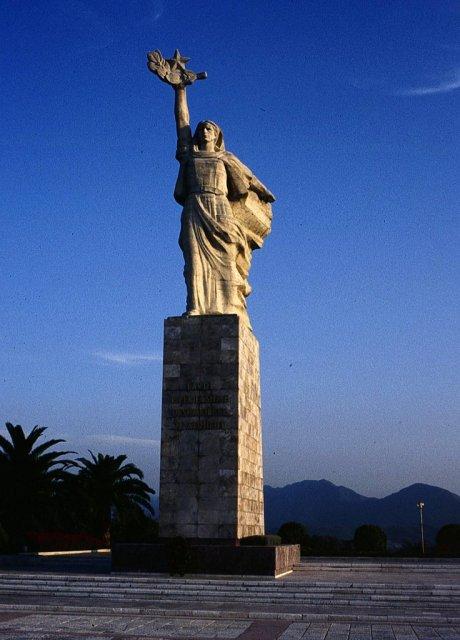 Статуя, Албания