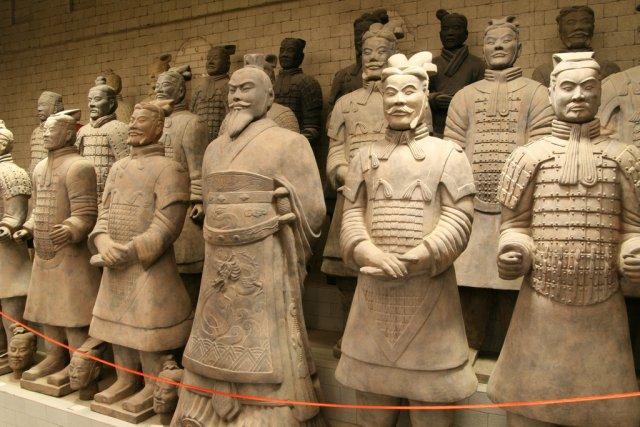 Император Цинь во главе Терракотовой Армии, Китай