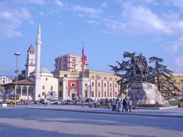 Центр города Тирана, Албания