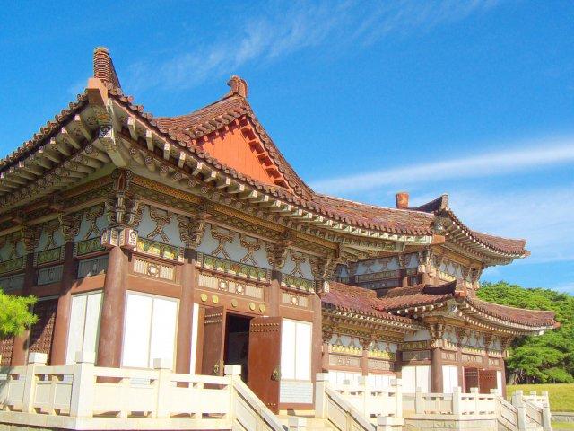Могила Короля Тонмёна, Пхеньян, Северная Корея