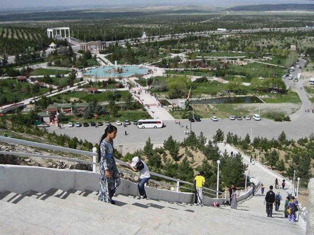 Парк в Ашхабаде, Туркменистан