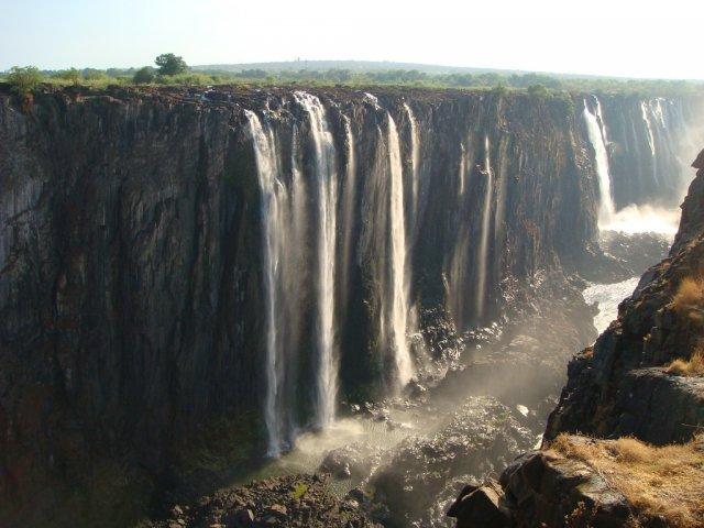 Водопад Виктория со стороны Зимбабве