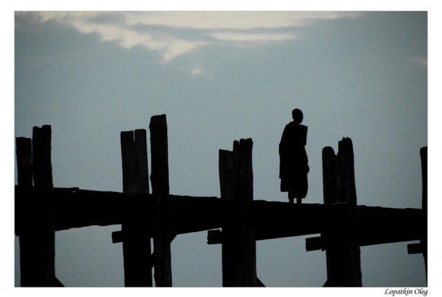 Фотографии, сделанные в местечке Amarapura и пагода, стоящая на другом берегу реки от Мандалая