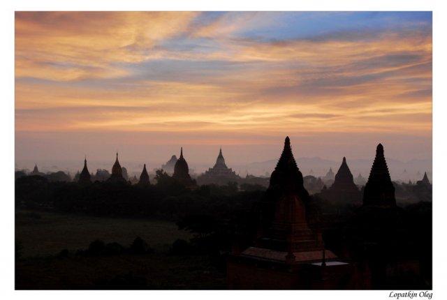 Вид на храмовый комплекс Баган