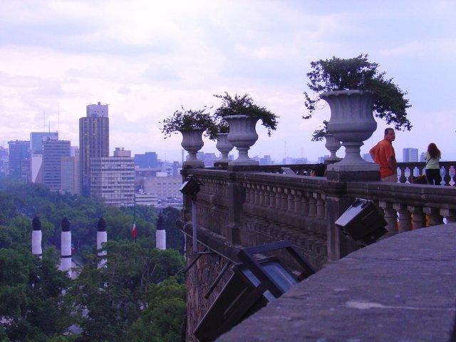Вид на современный Мехико с Замка Чапультепек, Мексика