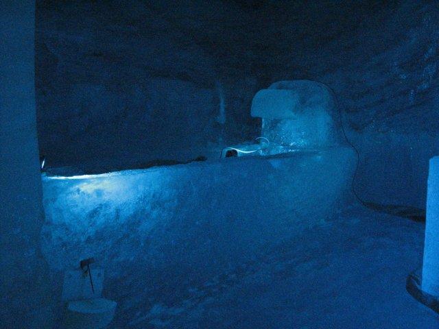 Внутри пещеры ледника, Шамони