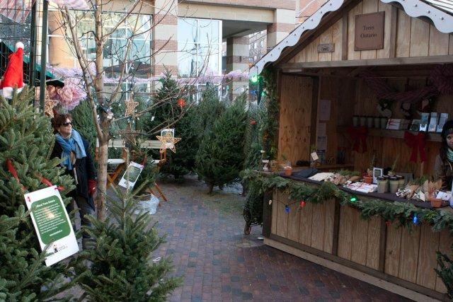 Рождественская ярмарка в историческом районе Distillery District