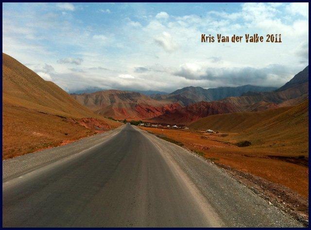 В пути открывались прекрасные виды на замечательные горы и природу Киргизии…