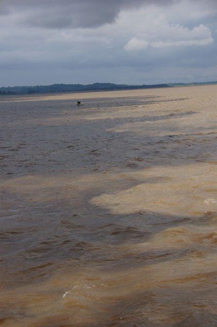 Место слияния Риу-Негру и Солимойс, Бразилия