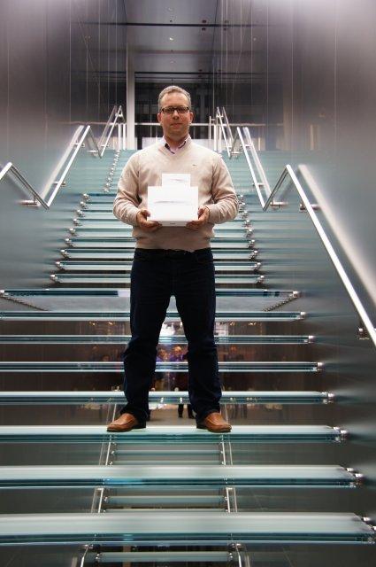 Apple-мания :))) и знаменитая стеклянная лестница от Стива Джобса!