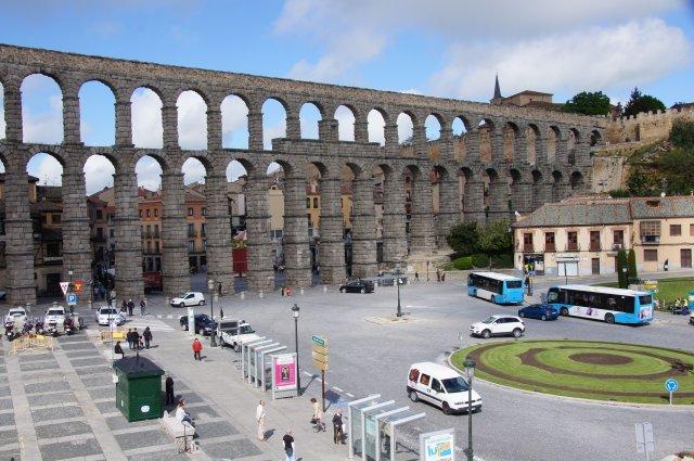 Вид на римский Акведук с террасы отеля Eurostars Plaza Acueducto 4* в Сеговии