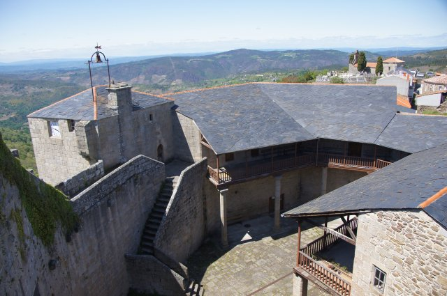 Вид с крепости Castillo de Castro Caldelas, Испания