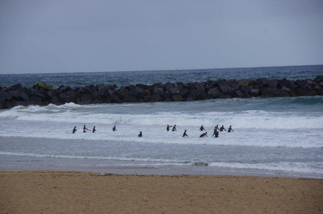 Серферам и +13 нипочём, городской пляж Сан-Себастьяна