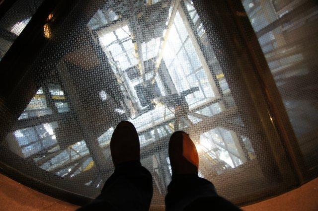 Прозрачное дно лестницы