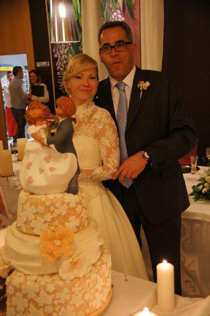 Свадебный торт готовили специально под кружево невесты
