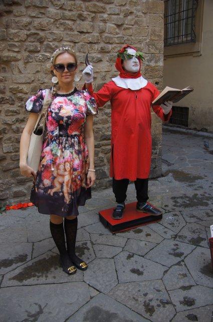 """Наш актер в образе Данте читает строки из """"Божественной комедии"""", Флоренция"""