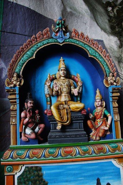 Индуистские божестваа в Пещерах Бату, Куала-Лумпур