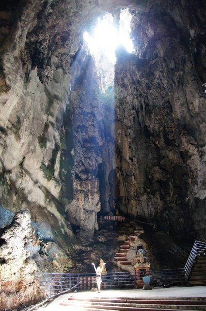 Пещеры Бату - природой созданный храм, здесь особая атмосфера и благодать!