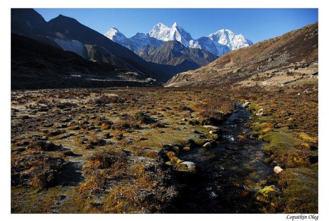 Долина Pheriche утром следующего дня и вид на Ama Dablam peak