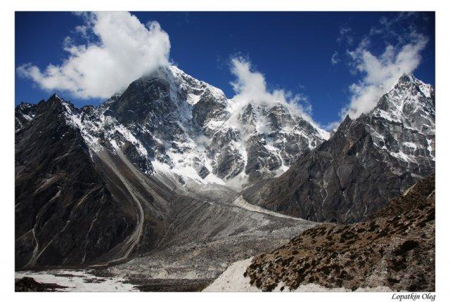 Вид на Tabuche peak и перевал Thokla