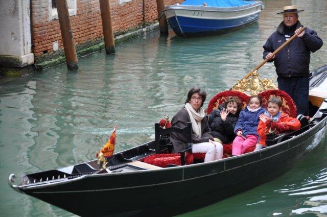 Венецианская гондола, Италия