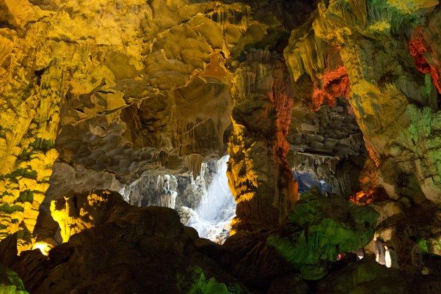 Пещера Небесный дворец, Калонг