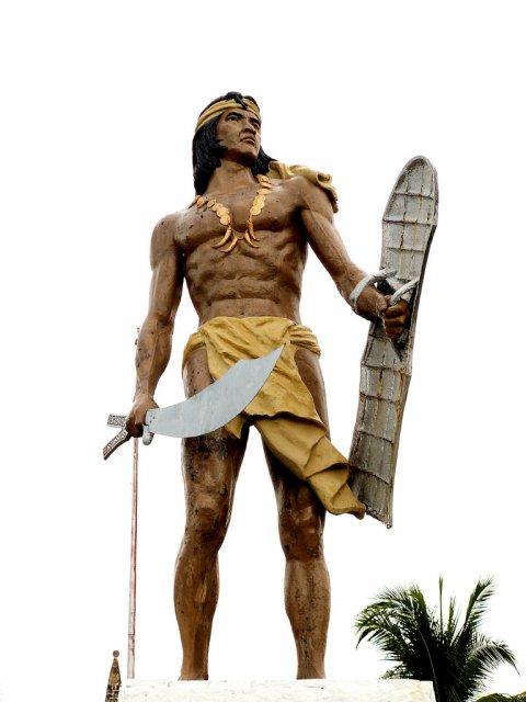 Статуя вождя Лапу-Лапу, остров Мактан, Филиппины