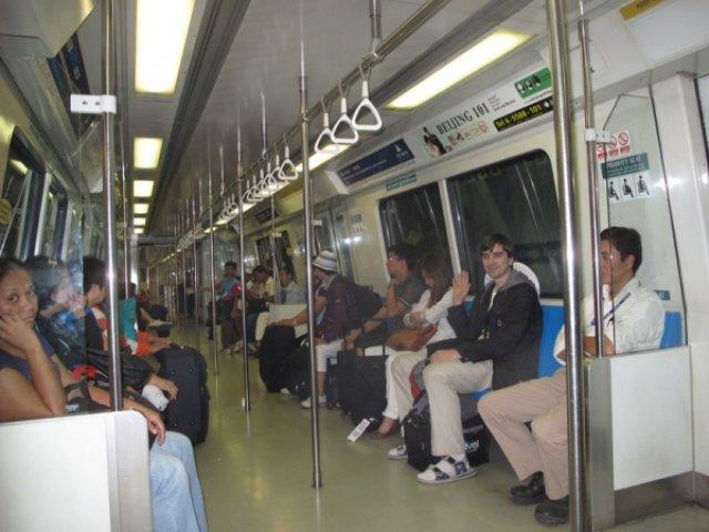 Поезд метро в Сингапуре