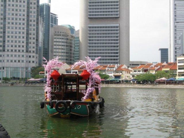 Кораблик в новогоднем наряде, Сингапур