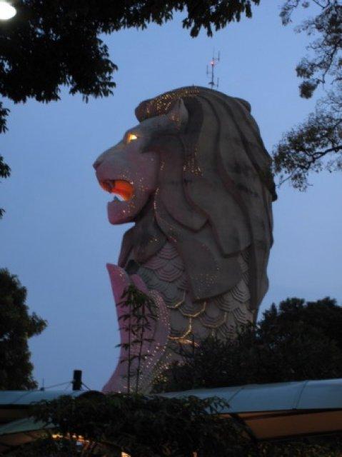В пасти Мерлиона - смотровая площадка на Сентозе