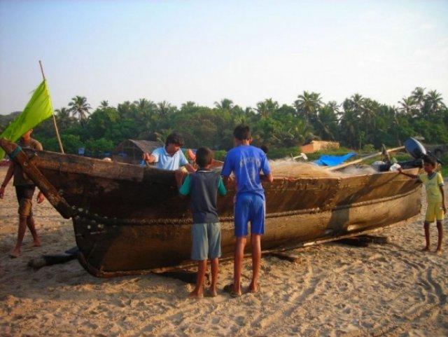 Подготовка к рыбалке, Арамболь, Индия