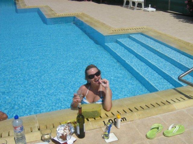 Отдыхаю в бассейне, Ларнака, Кипр