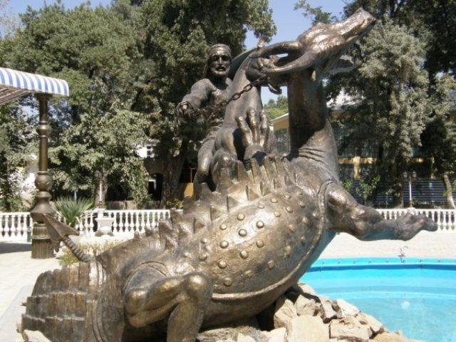 Али поймал возле Куляба дракона