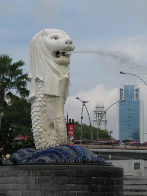 Мерлион - символ и покровитель города Сингапур