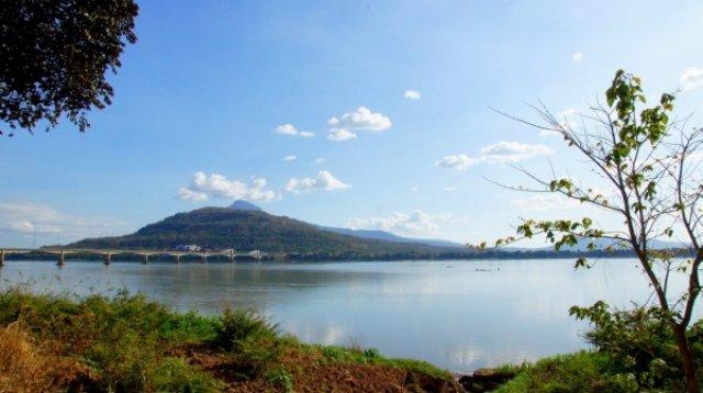 Вид на Меконг со стороны Паксе, Лаос
