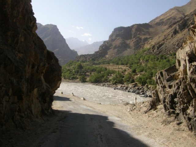 Наш и афганский берег Пянджа