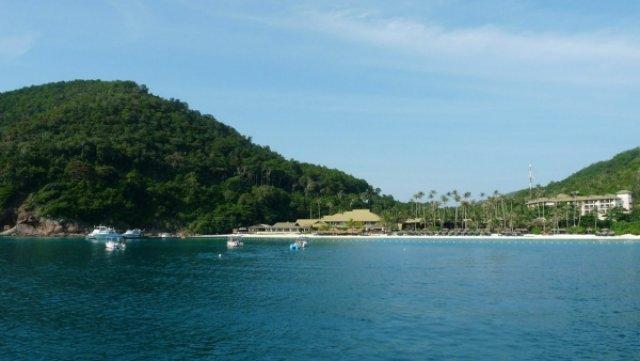 Вид на отель с океана