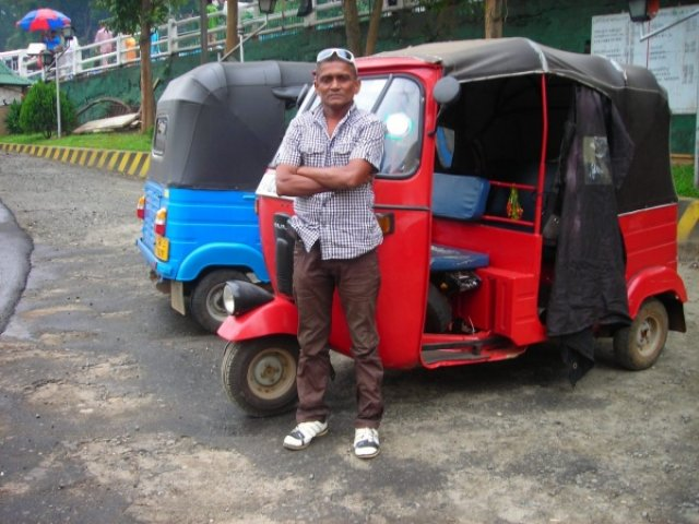 Тук-тук и тукер Роберт, Шри-Ланка