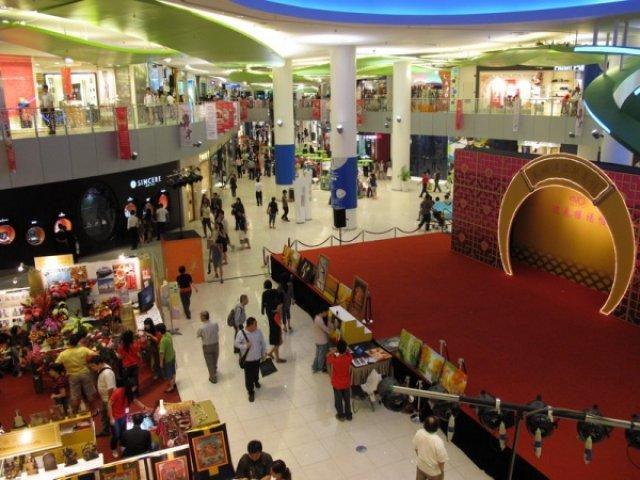 Торговый комплекс у станции метро NE1, Сингапур