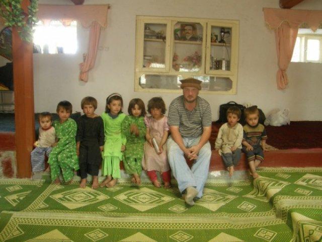 Дети в доме Али